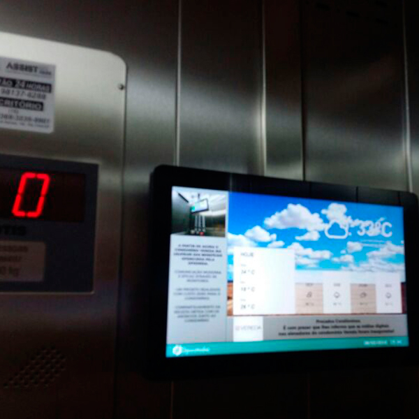 Mídia digital em elevador